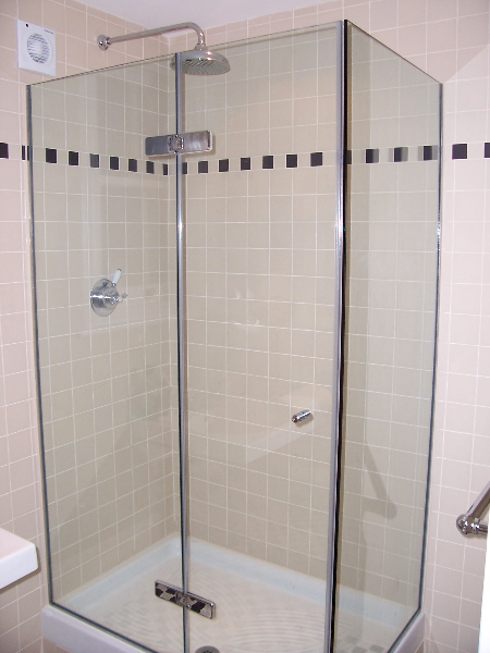 Frameless Glass Showers and Screens